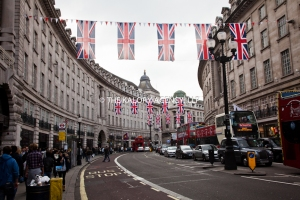 London-Mayfair-and-regent-street-decorated-with-British-flag-for-the-Querens-diamond-jubilee